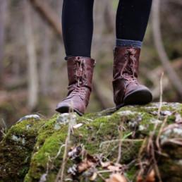fødder i skov